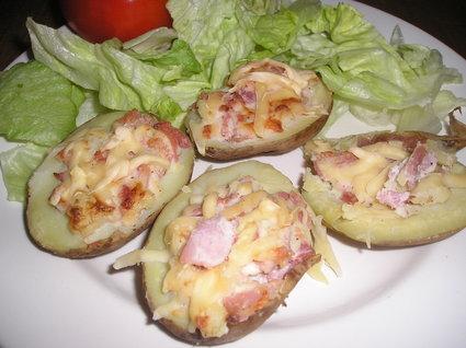 Recette de pommes de terre farcies au jambon, crème et fromage ...