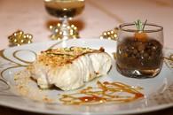 Dos de julienne en croûte d'amandes, caramel au miel et vinaigre ...