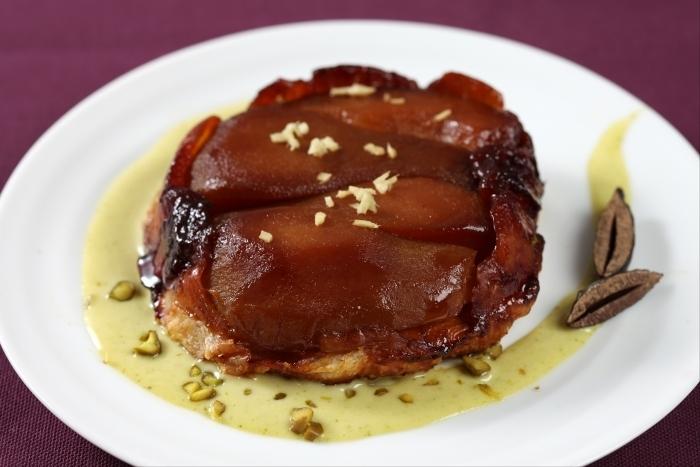 Recette de tatin de poires confites à la fève tonka, crème anglaise à ...