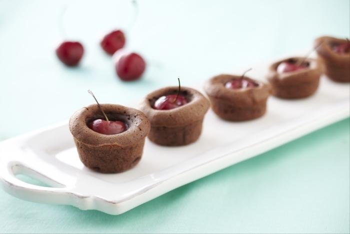 Recette de mini-brownies aux cerises facile et rapide