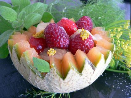 Recette de salade de fruits d'été au sirop de menthe fraiche