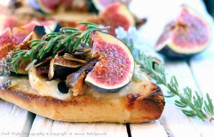 Recette de tartine aux figues, gorgonzola, speck et miel de romarin ...