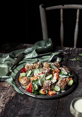Salade tiède d'épinards, boulettes d'agneau & vinaigrette au féta ...