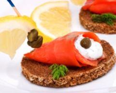 Recette toasts au saumon fumé et aux câpres