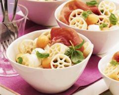 Recette salade de pâtes au melon, jambon et mozzarella