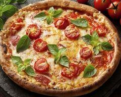 Recette pizza au fromage, tomates cerise et origan