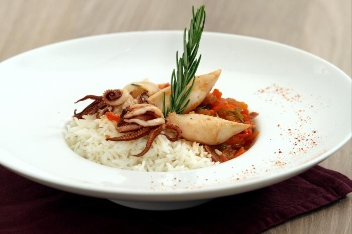 Recette de calamars basquaise et riz tomaté facile et rapide