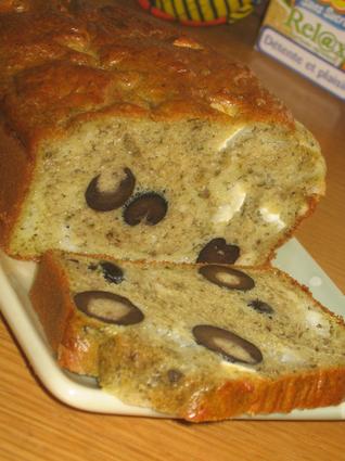 Recette de cake fondant pesto, olives, chèvre