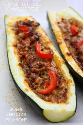 Courgettes farcies façon pizza, boeuf haché, poivrons et cheddar
