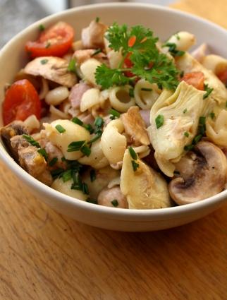 Recette de salade de pâtes au coeur d'artichauts, jambon et ...