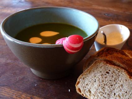 Recette de soupe de fanes de radis et crème de curry