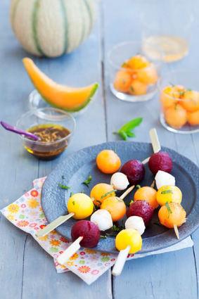 Recette de brochettes de melon, mozzarella, betterave et mangue ...