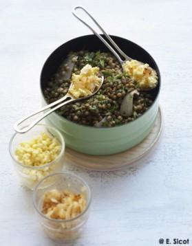 Salade de lentilles vertes, œufs mimosa et oignons grillés pour 4 ...