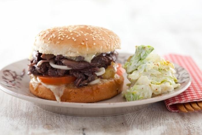 Recette de burger du sud-ouest au confit de canard, fondue de ...