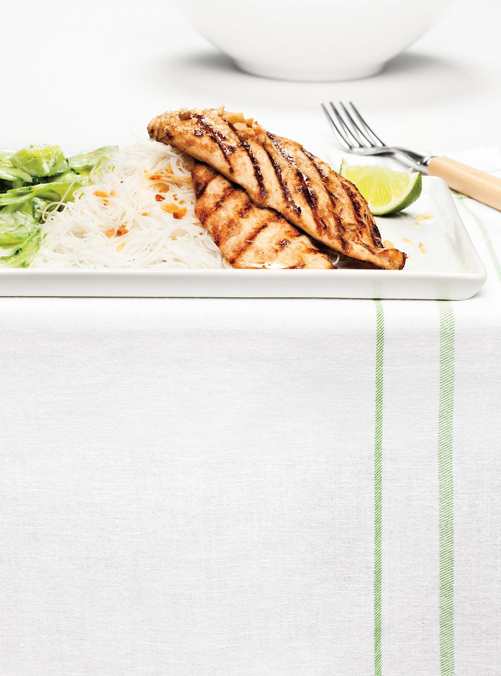 Escalopes de poulet asiatiques et salade de concombre | ricardo