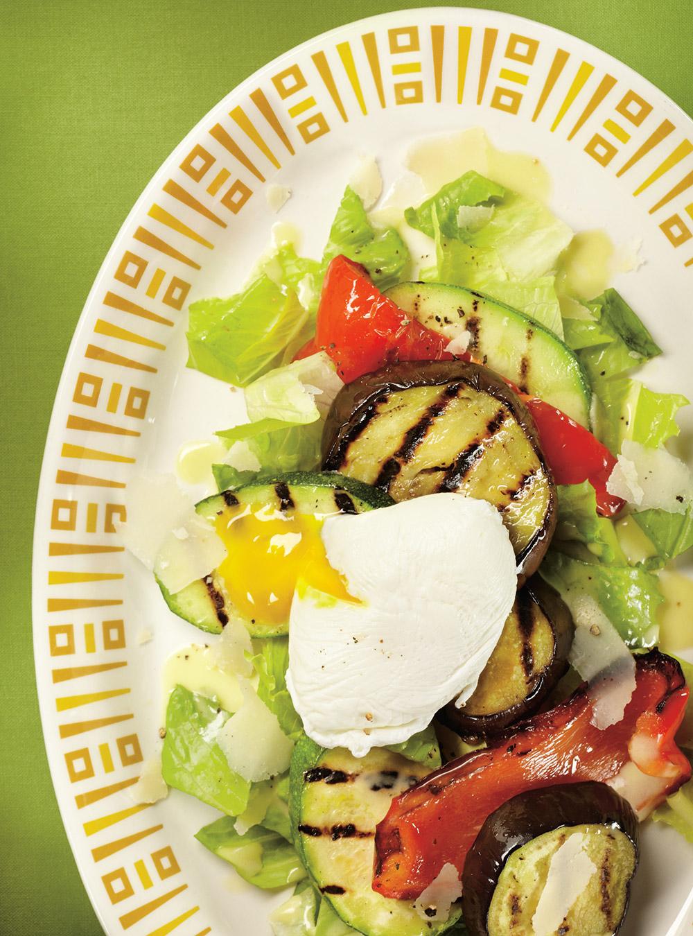 Salade de légumes grillés à l'oeuf poché | ricardo