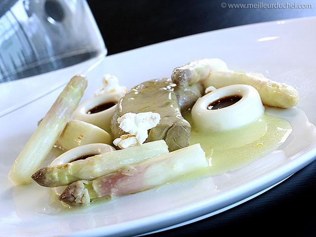 Foie gras de canard à la granny-smith, asperges blanches, le tout ...