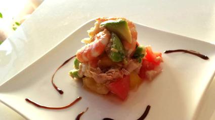 Recette de salade de tomates, thon, avocat, crevettes