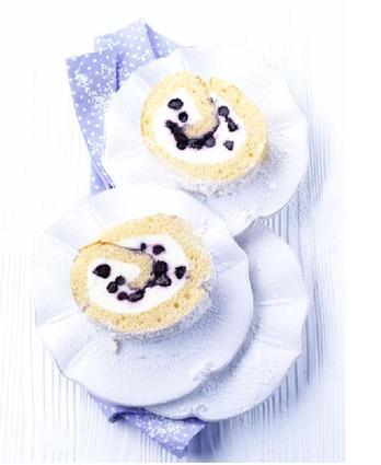 Gâteau roulé fourré aux myrtilles sauvages du canada