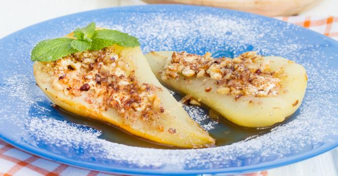 Recette de poire au sirop rôtie au miel et aux noix