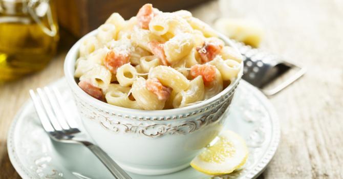 Recette de pâtes au saumon fumé, fromage et crème légère pour ...