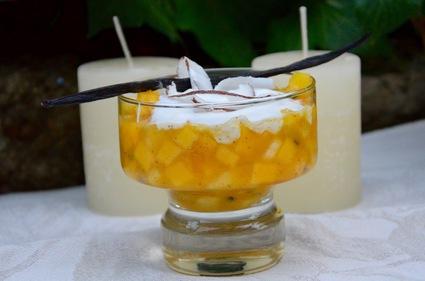 Recette de verrines de nage de fruits exotiques et chantilly coco
