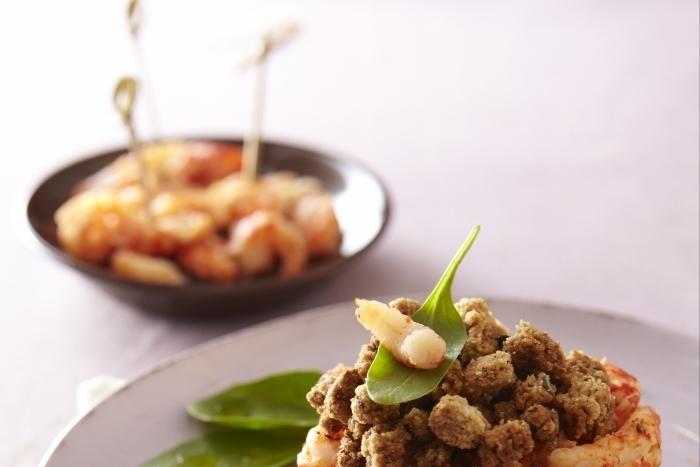 Recette de salade croquante aux fruits et écrevisses, crumble noisette