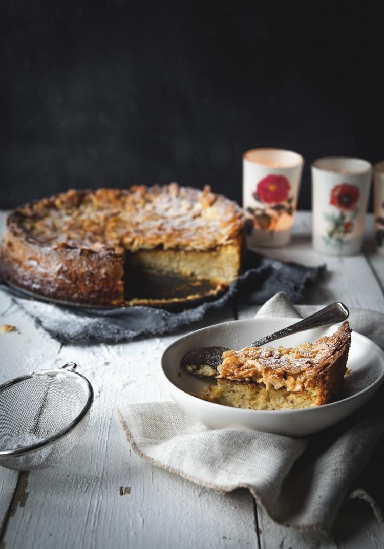 Gâteau à la purée de poires & crumble aux amandes