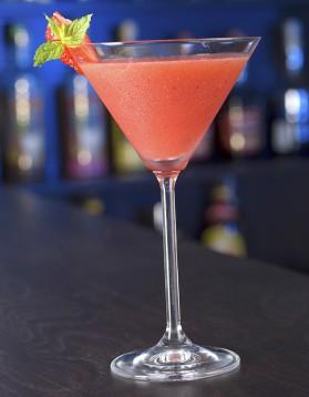 Cocktail cosmopolitan à la vodka et à la fraise pour 1 personne ...