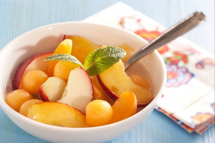Salade de fruits d 39 t au sirop de menthe fraiche la recette facile recette - Recette fraiche pour l ete ...