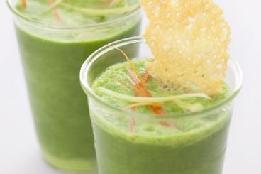 Recette de petit bouillon vert en smoothie et julienne de légumes ...
