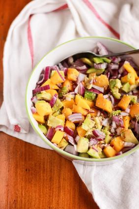 Recette de salade d'avocat à la mangue et oignon rouge