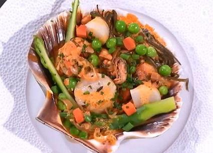 Recette de coquilles saint-jacques aux crustacés et légumes de la ...