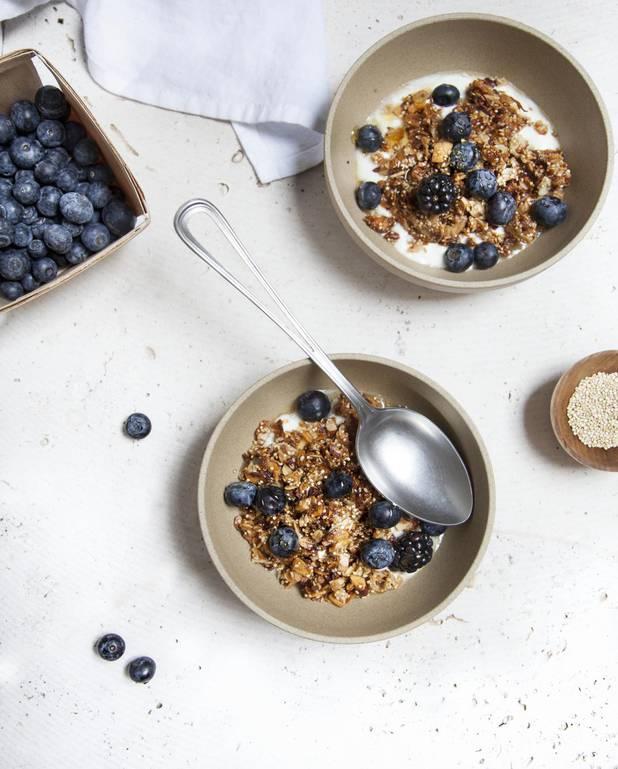 Granola au quinoa, fruits rouges pour 12 personnes