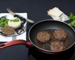 Recette steak haché au basilic, parmesan et sauce au vinaigre ...