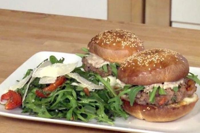 Recette de burger milanais, salade de roquette facile et rapide