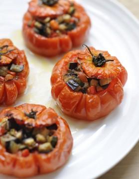 Tomates farcies, olives-anchois pour 4 personnes