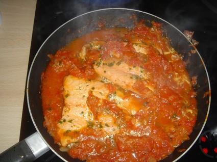 Recette de saumon à la tomate et aux herbes