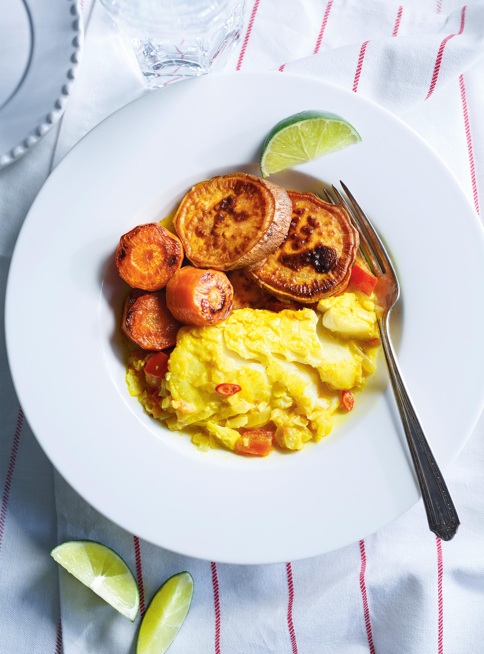 Ragoût de poisson au curcuma, patates douces et carottes | ricardo