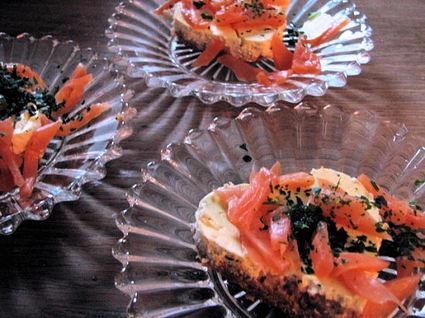 Recette de cheesecake au saumon fumé, crackers et chèvre frais ...