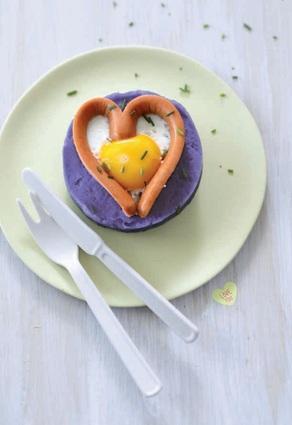 Recette de œufs au plat en cœur de knacki® et purée de vitelottes ...