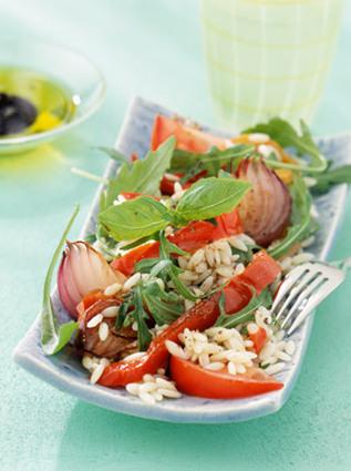 Recette de salade de pâtes risi aux poivrons, oignons et basilic
