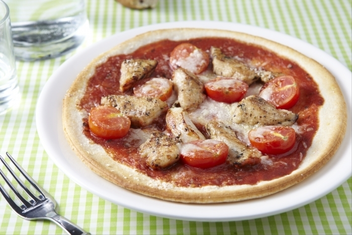 Recette de pizza poulet basilic, mozzarella, olive facile et rapide