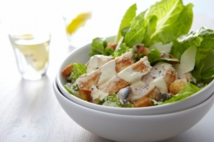 Recette de salade caesar au poulet grillé facile et rapide