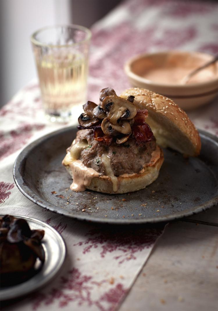 Hamburger de veau, cheddar fort, champignons sautés & sauce ranch