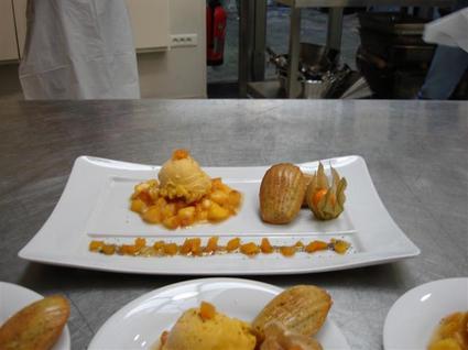 Recette de confit de fruits jaunes au miel, sorbet pêche et madeleines