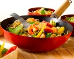 Recette wok de crevettes aux nouilles et aux légumes