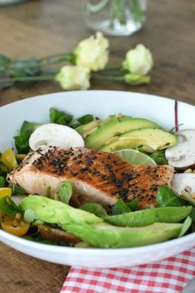 Recette de saumon laqué au vinaigre balsamique, salade vitaminée