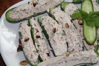 Recette de mini concombres farcis chèvre frais, pignons, coriandre ...