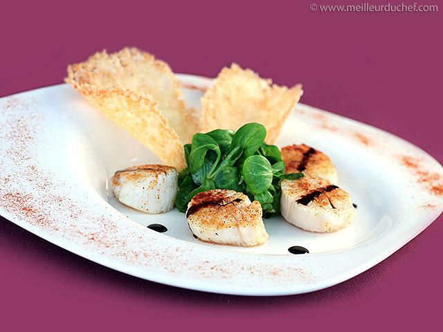 Salade noix de saint-jacques et tuiles au parmesan  la recette ...